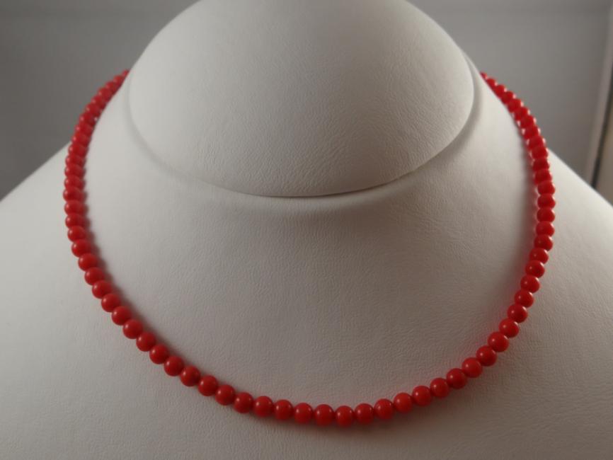 Ogrlica sa crvenim koralima