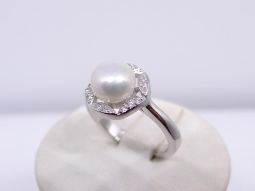 Srebrni prsten sa biserom