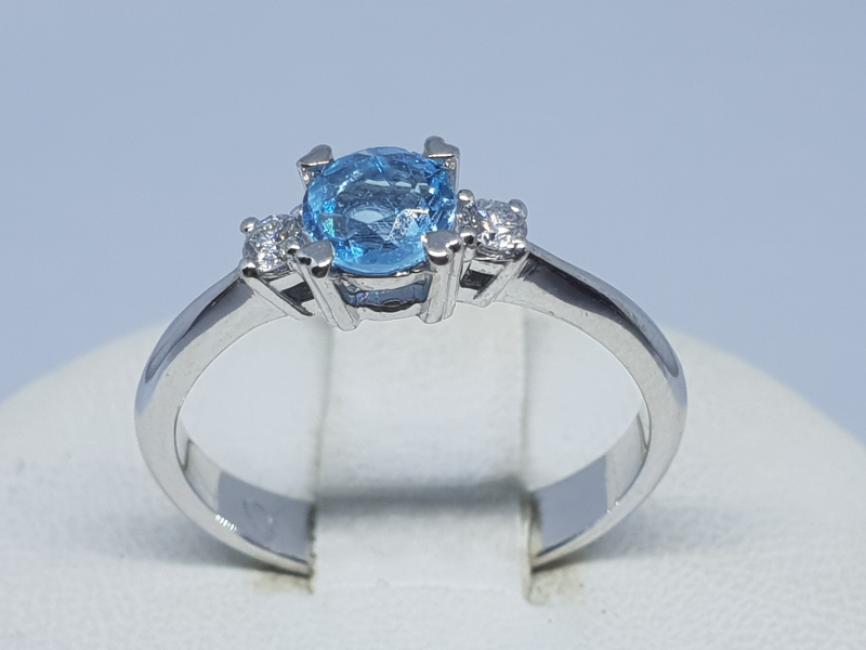 Prsten od belog zlata sa plavim topazom i brlijantima