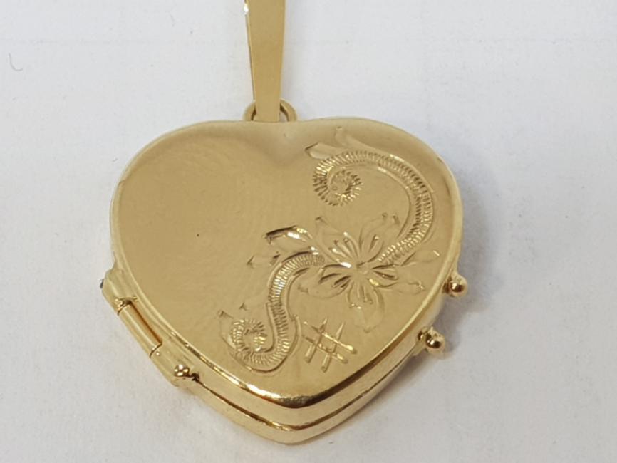Zlatni medaljon srce sa gravurom
