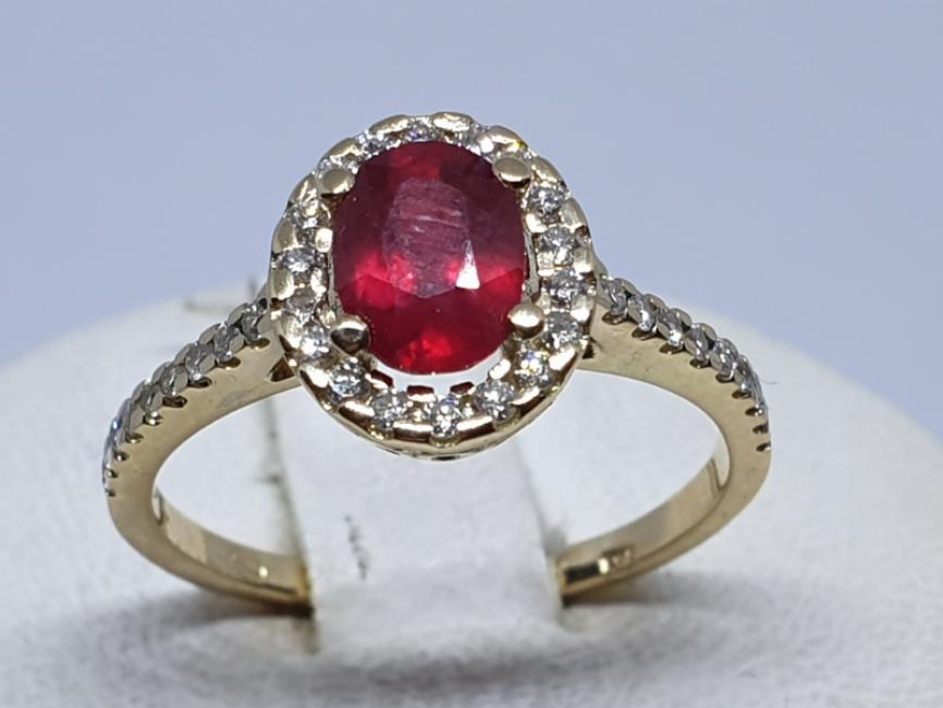Zlatni prsten sa rubinom i brilijantima