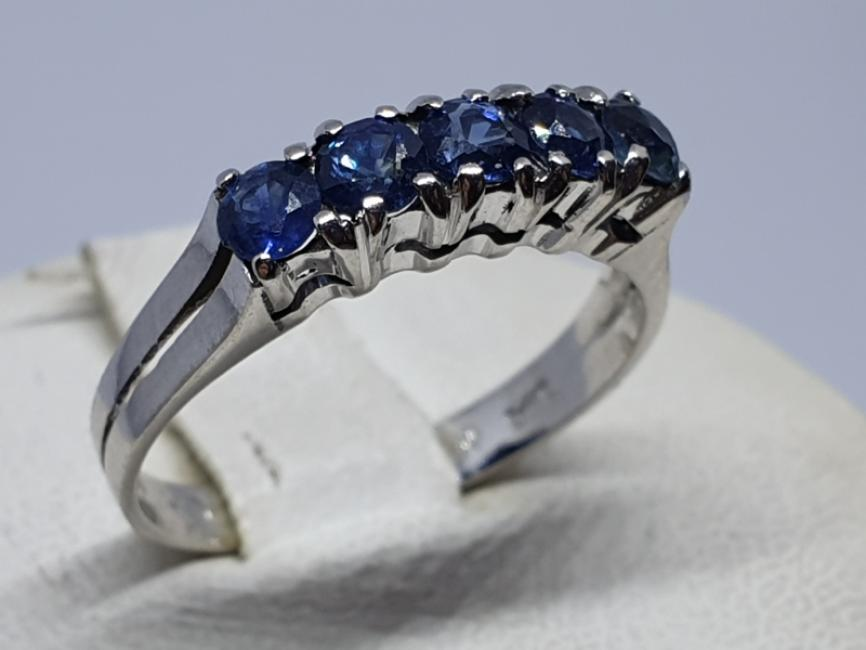 Zlatni prsten sa safirima