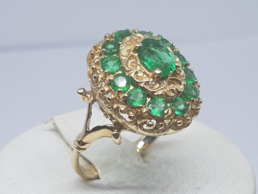 Prsten od žutog zlata sa smaragdima