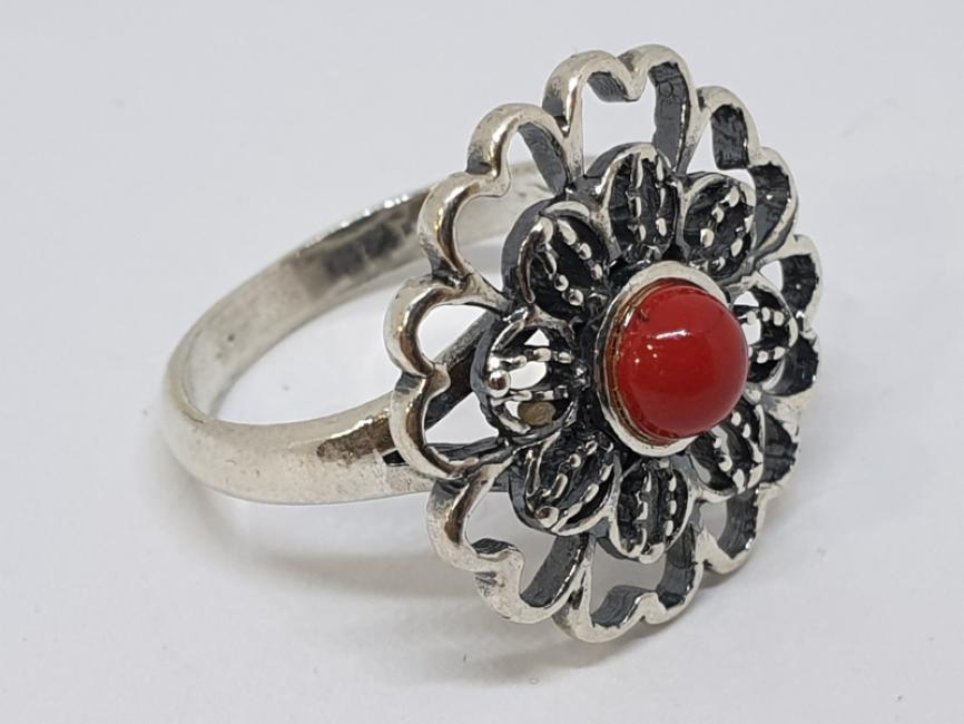 Srebrni prsten cvet sa koralom