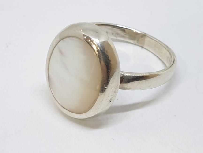 Srebrni prsten sa sedefom