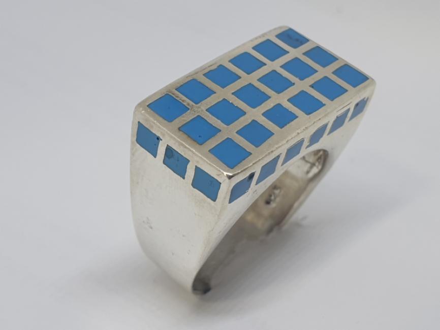Srebrni prsten sa plavim kvadratima