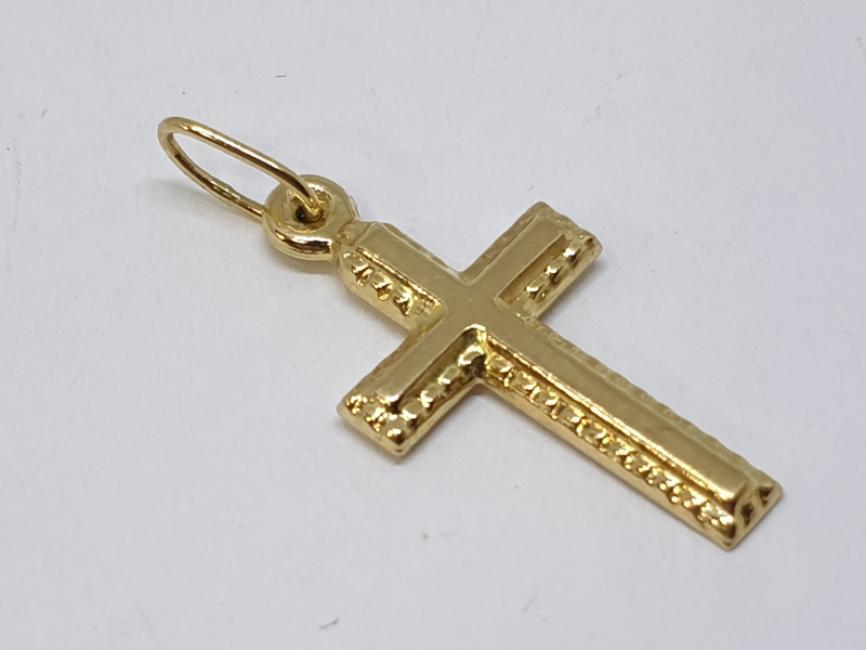 Zlatni privezak krstic