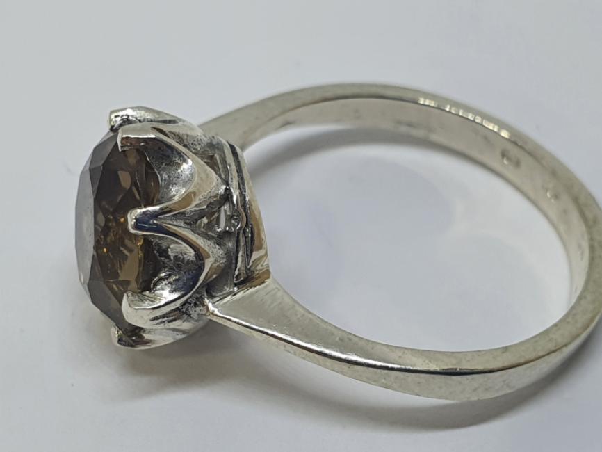 Srebrni prsten sa dimnjenim topazom