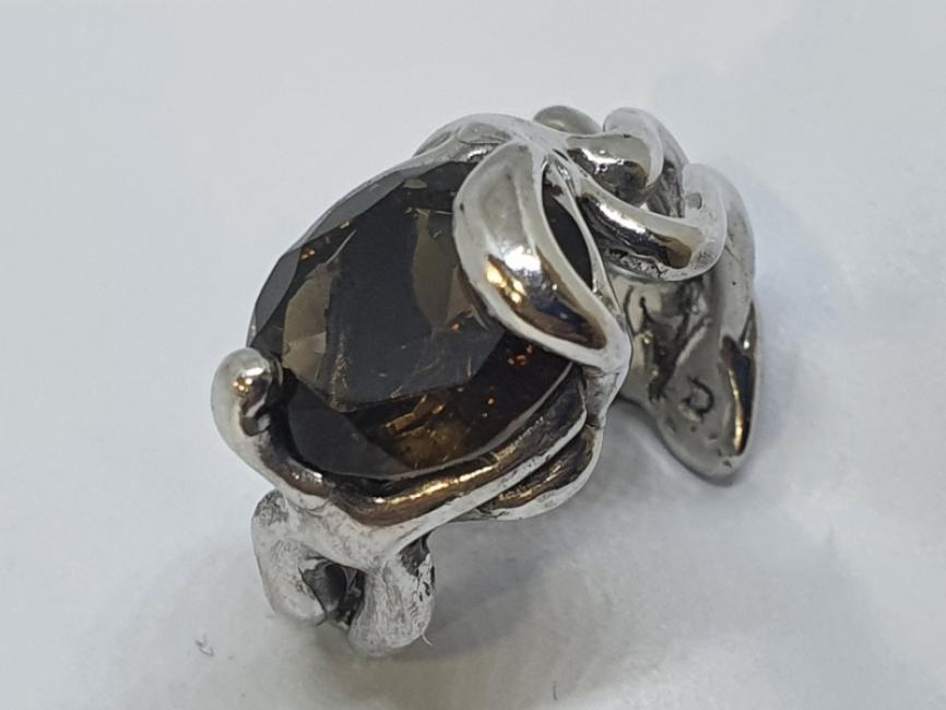 Srebrni prsten mistican sa dimnjenim topzom