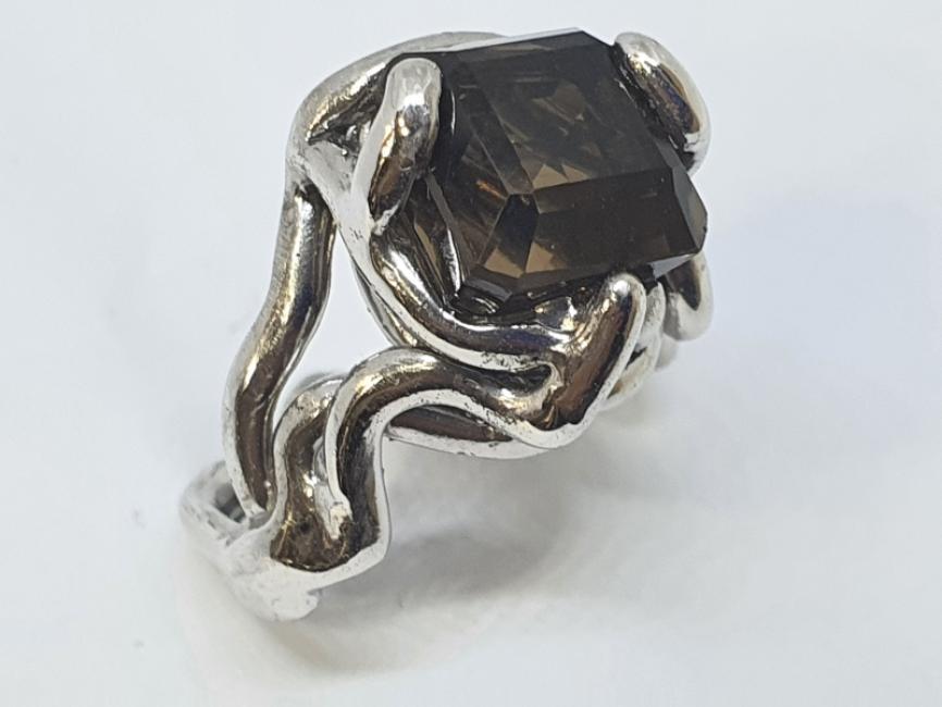 Srebrni misticni prsten sa dimnjenim topazom