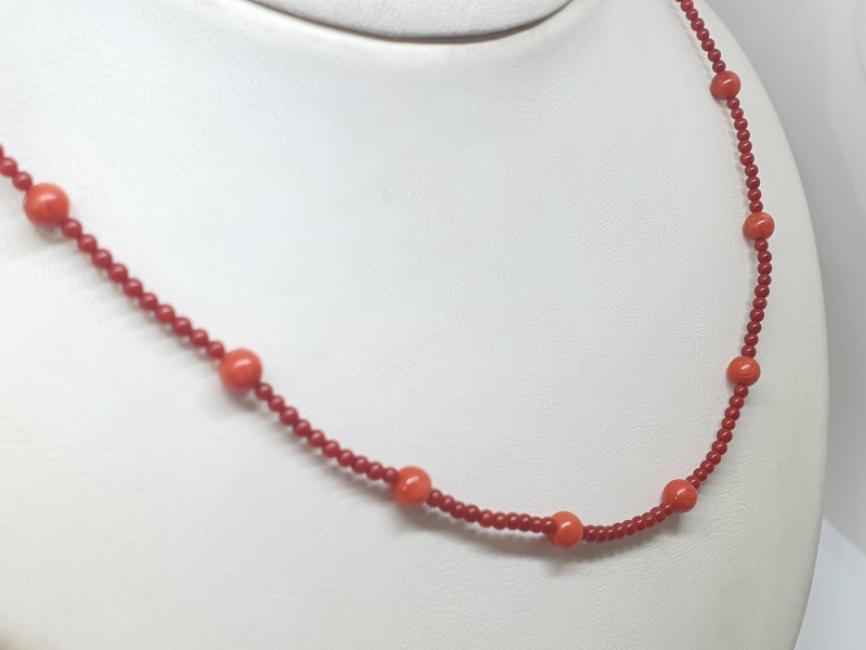 Ogrlica sa koralima crvenim