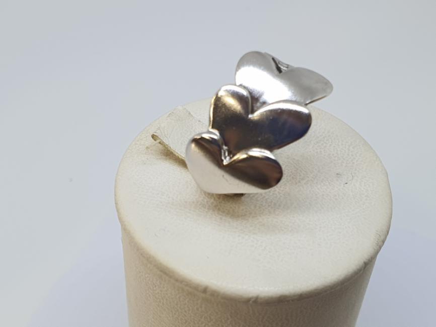 Srebrni prsten sa srcima