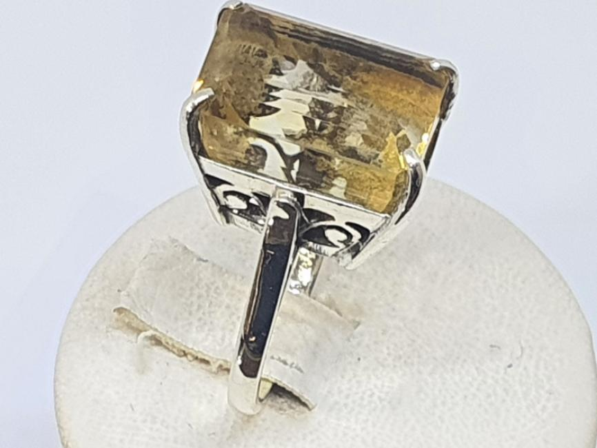 Srebrni prsten sa pravouglim citrinom