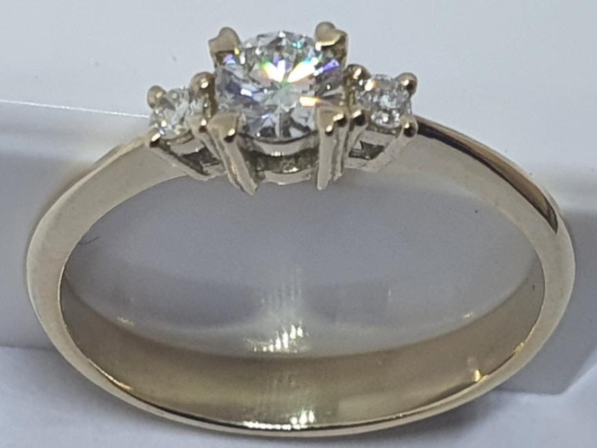 Prsten od žutig zlata sa briljantima