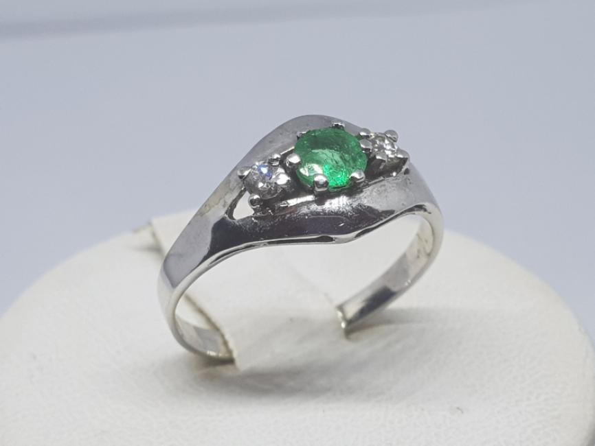 Prsten sa smaragdom i brlijantima