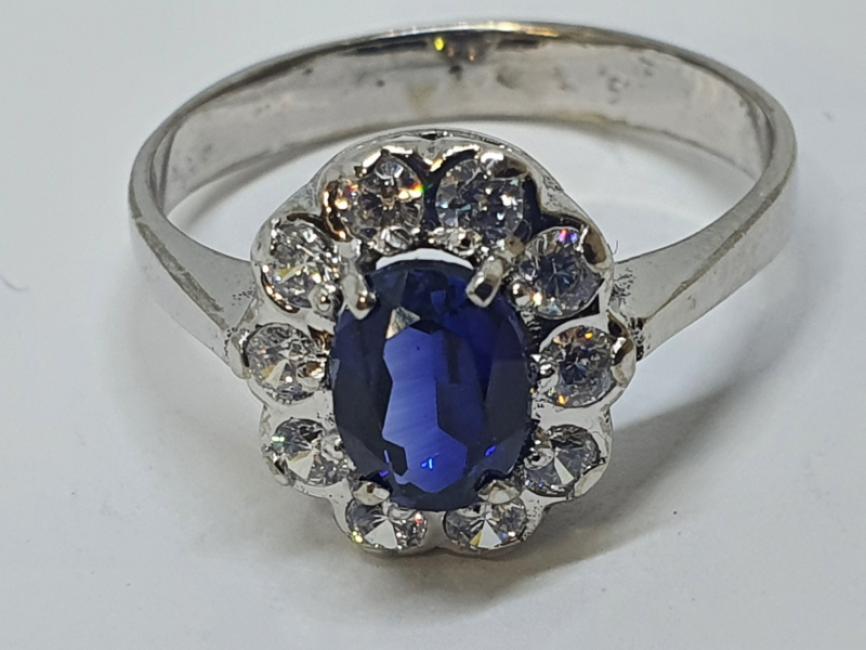 Prsten sa safirom i cirkonima