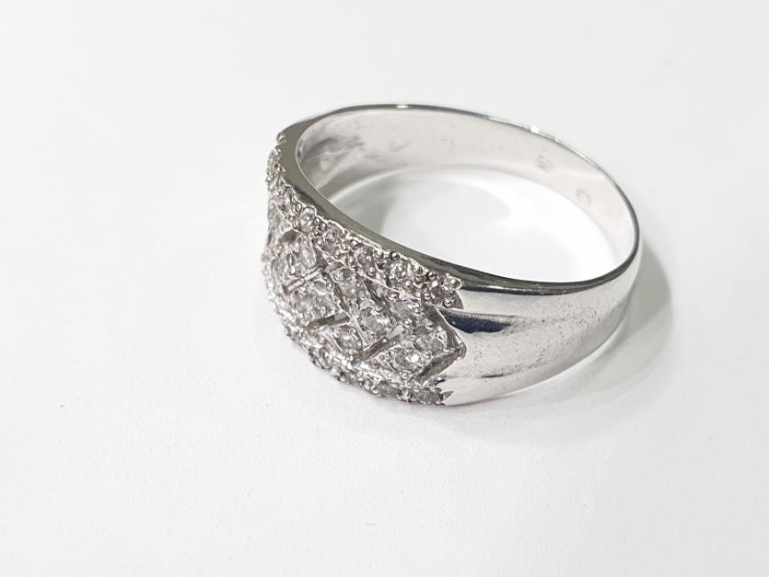 Prsten od belog zlata sa cirkonima