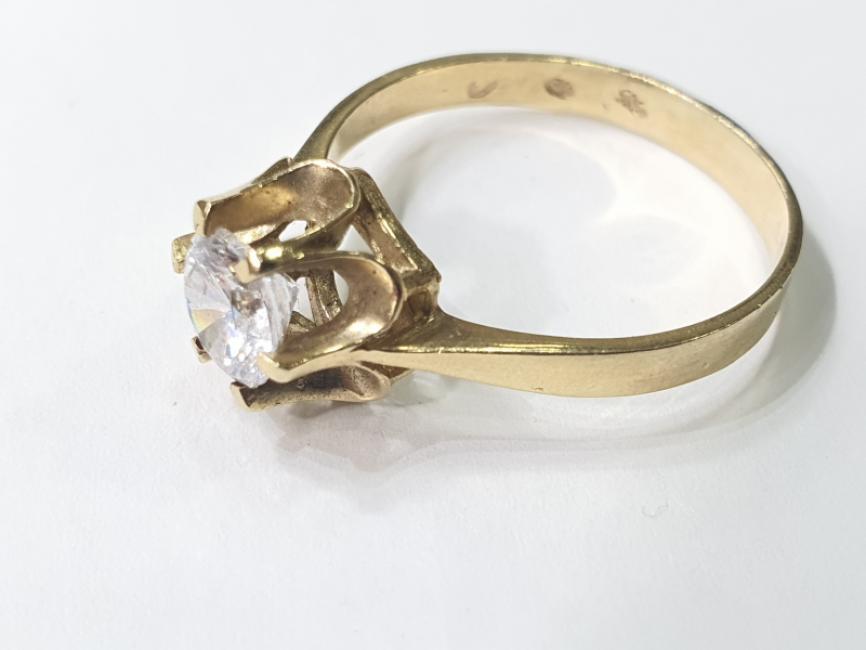 Prsten sa cirkonom
