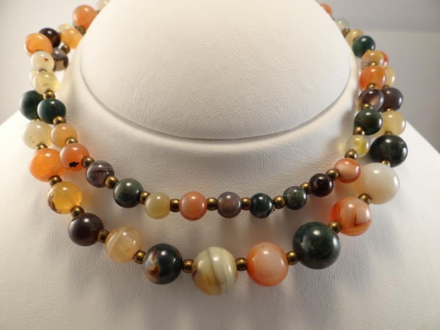 Ogrlica sa šarenim kamenjem