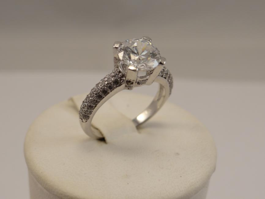 Verenički prsten sa cirkonom