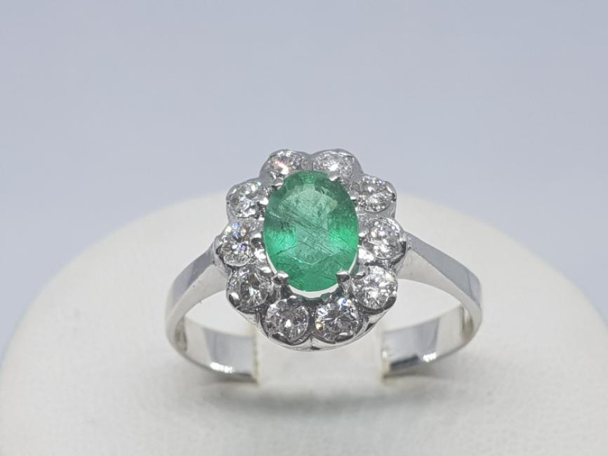 Prsten od belog zlata sa smargdom i brilijantima
