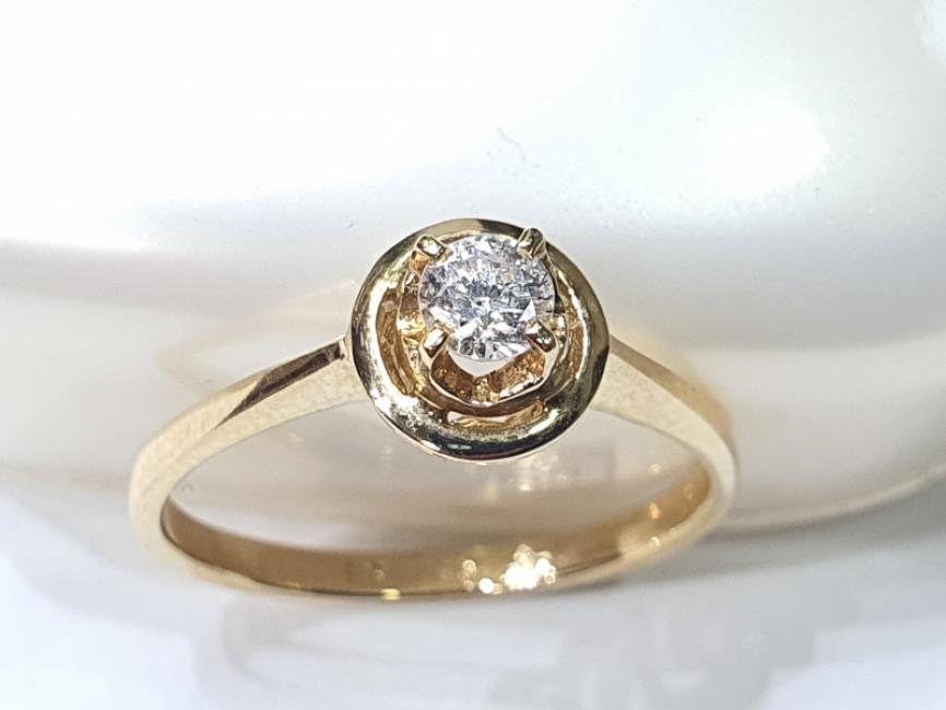 Prsten od žutog zlata sa brilijantom