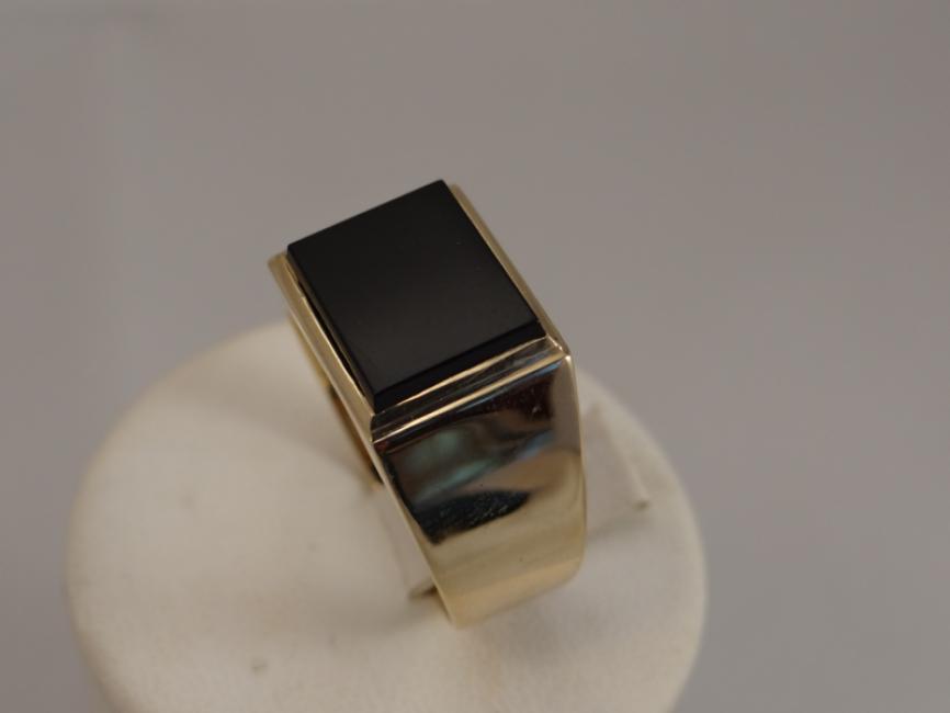 Muški prsten sa oniksom