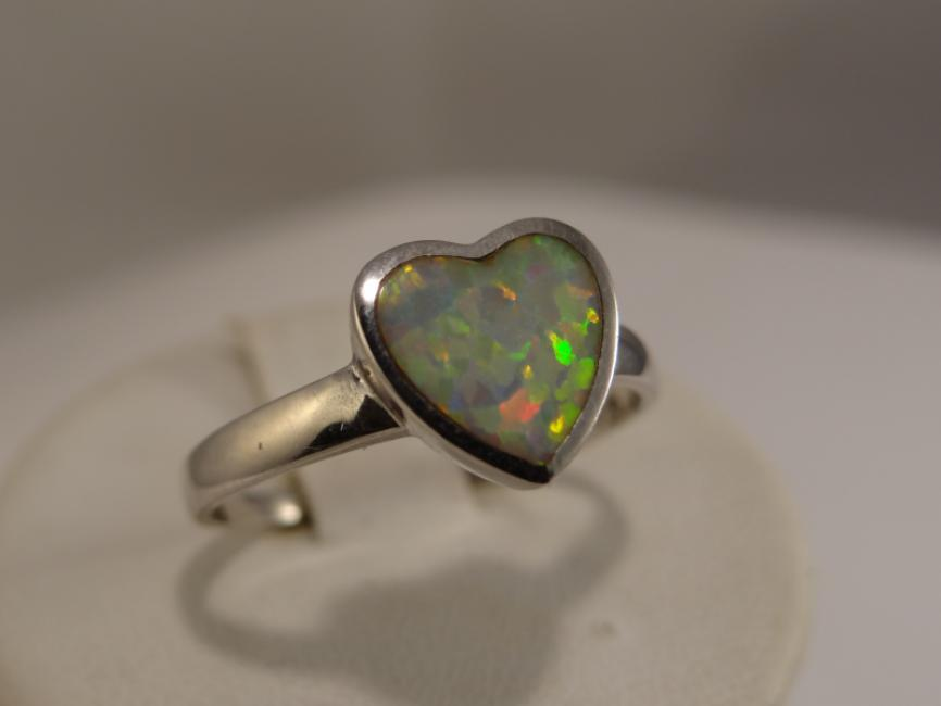 Ring hart with opal