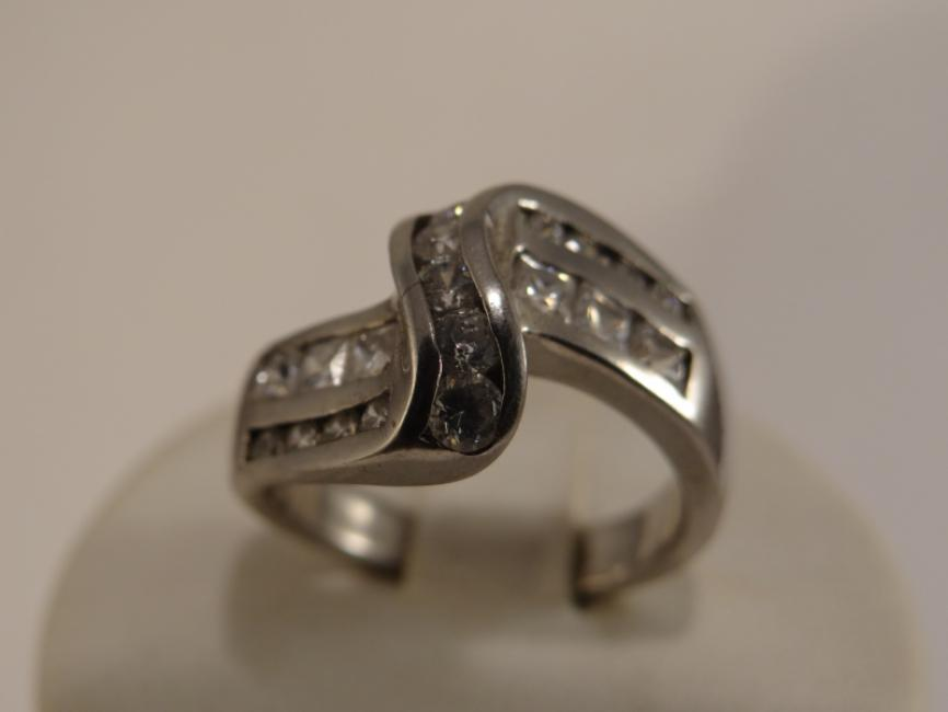 Silver ring with zircons