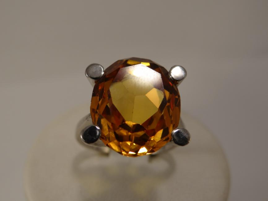 Srebrni prsten sa zlatnim topazom